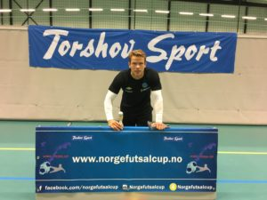 Cupens beste mål: Bajram Ajeti - Oslo Futsal. Lekent spill fra Oslo Futsal, som ble avsluttet med et hælspark. Andre kandidater: Esben Rashid - Oslo Futsal.