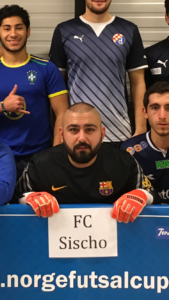 Cupens beste keeper: Moggi Karagøz - FC Sischo. Spiller en viktig rolle i gruppespillet for sitt lag med flere gode redninger. Andre kandidater: Orhan Simsek - Oslo Futsal.