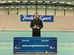 Cupens beste mål: Marius Jøranlid - Jørra Gørra. Trykk her for å se denne godbiten. Andre kandidater: Bajram Ajeti - Oslo Futsal.
